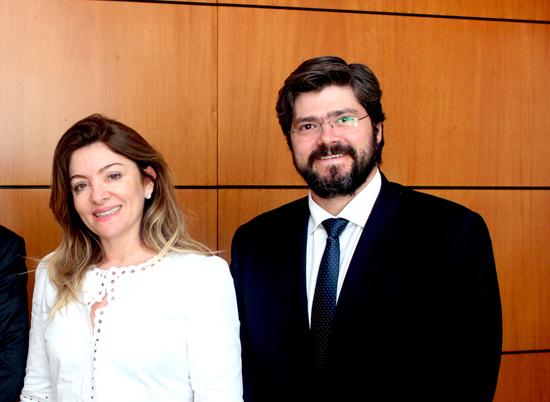 Rossana Fonseca e palestrante Daniel Assumpcao Neves