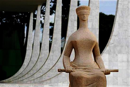 imagem da estátua da justiça STF