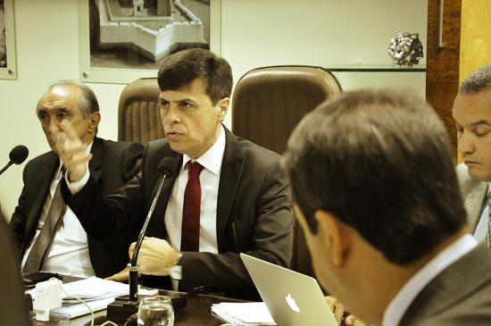 Gustavo Nogueira da Seplam em reunião na ALRN