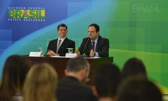 Ministros Joaquim Levy e Nelson Barbosa anunciam pacote