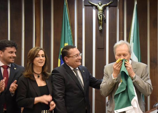 Ministro Ricardo Lewandowski beija bandeira do Rio Grande do Norte