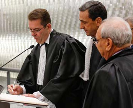 Ribeiro Dantas assina termo de posse