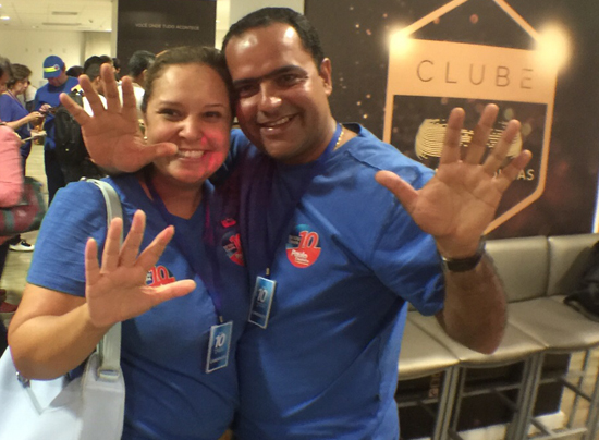Paulo Coutinho comemora com Marisa Almneida