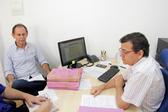 Secretário Ludenilson Araújo Lopes e Féliz de Souza Oliveira - Foto Alex Régis