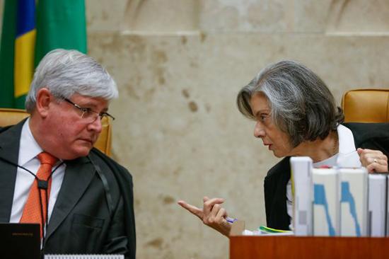 janot-e-carmem-lucia-durante-julgamento