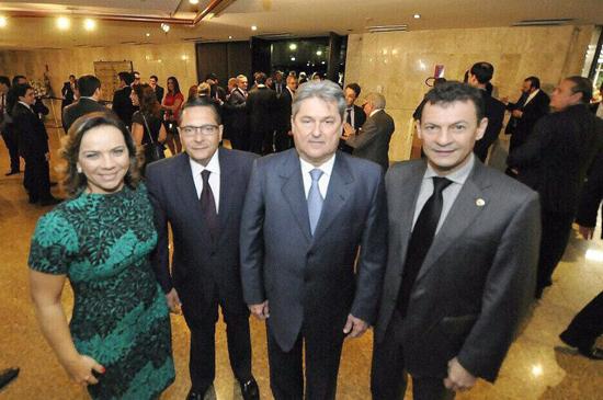 Deputados na posse de dirigentes do TRF5