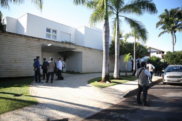 PF e MPF fazem buscas em endereços de Aécio e Andrea Neves no Rio
