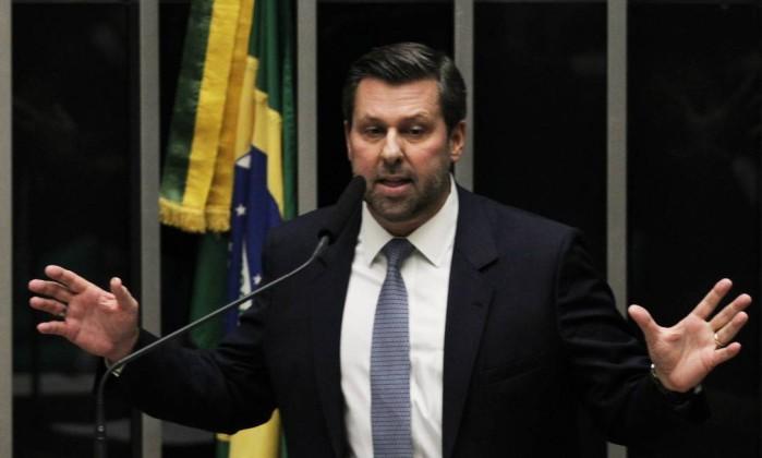 PSDB decide afastar Aécio da presidência do partido