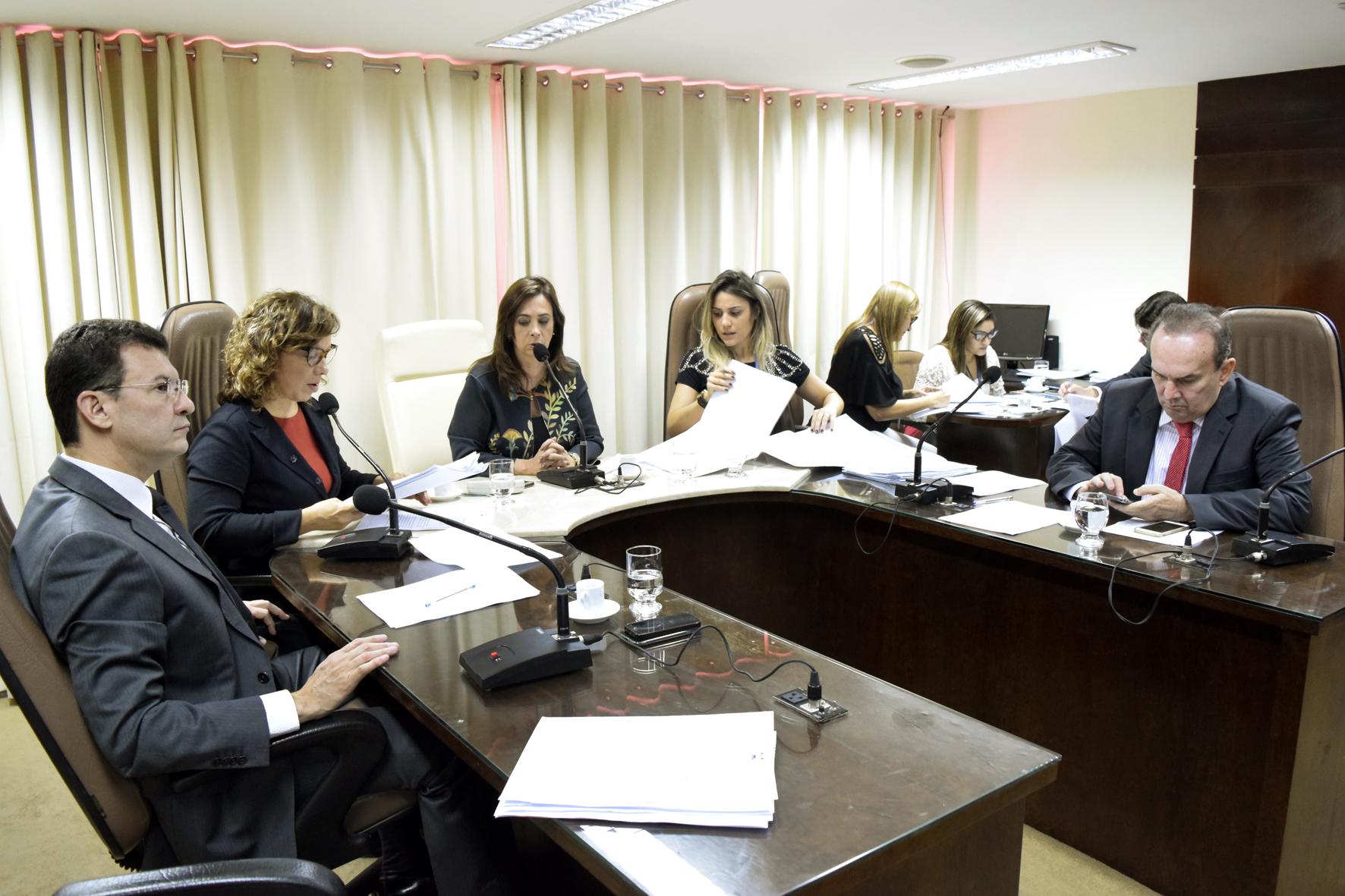 COMISSÃO DE CONSTITUIÇÃO E JUSTIÇA APROVA CONTRATAÇÃO DE AGENTES PENITENCIÁRIOS
