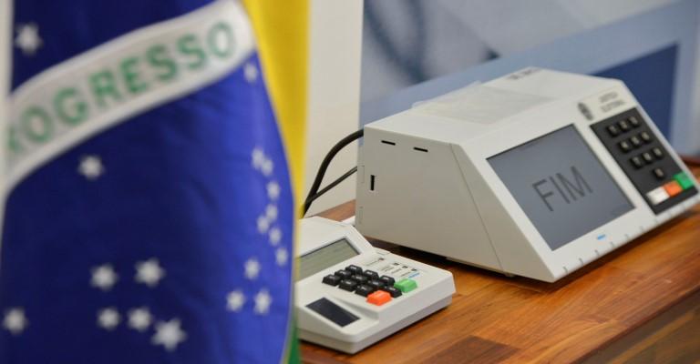 Foto: José Cruz/Agência Brasil 04/09/2014- Brasília- DF, Brasil- O presidente do TSE, Dias Toffoli, conclui a assinatura digital e lacração dos sistemas eleitorais que serão usados nas eleições de outubro.