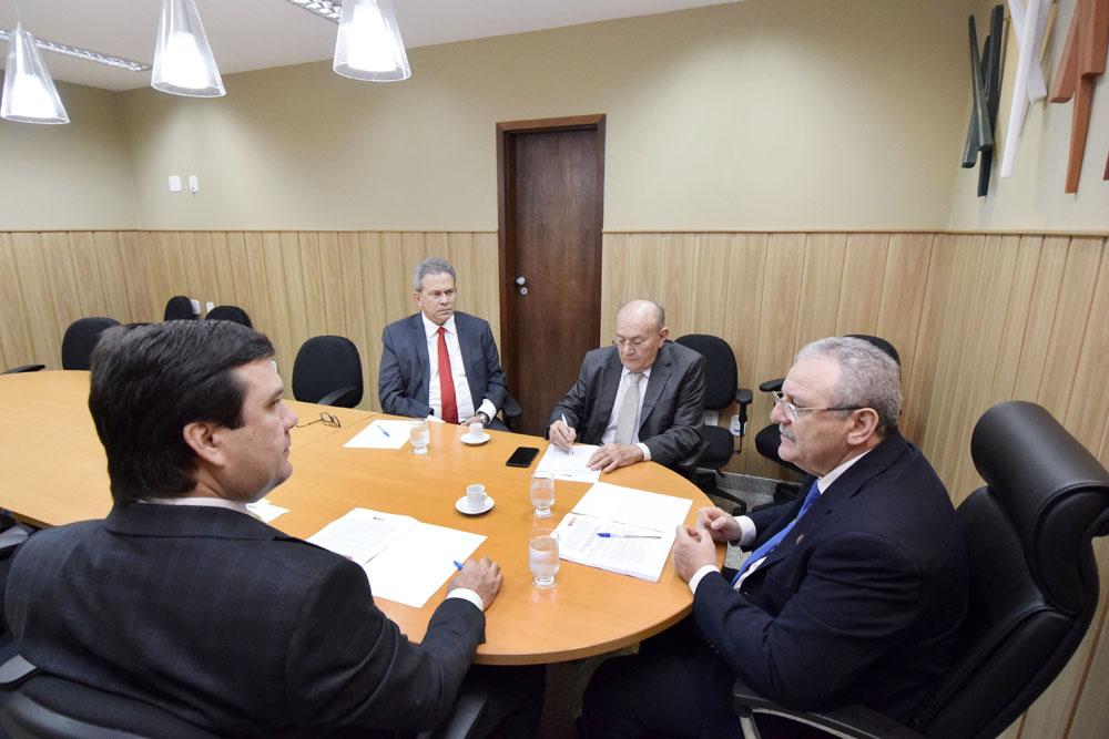 Deputados recebem garantia que hospitais regionais não serão fechados