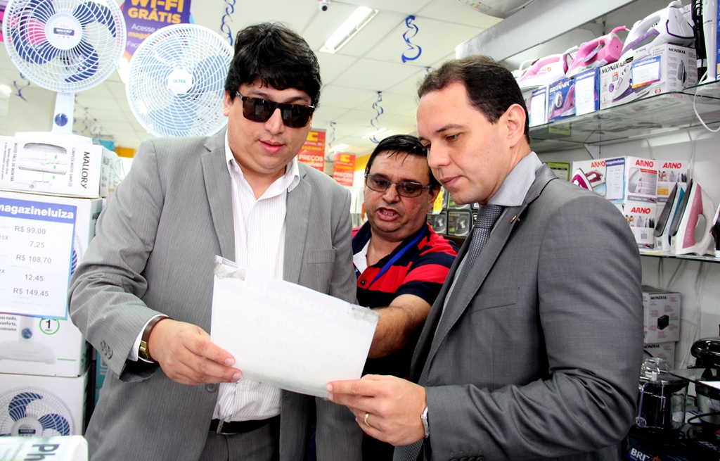 Comissão fiscaliza lojas de eletrodomésticos no Alecrim