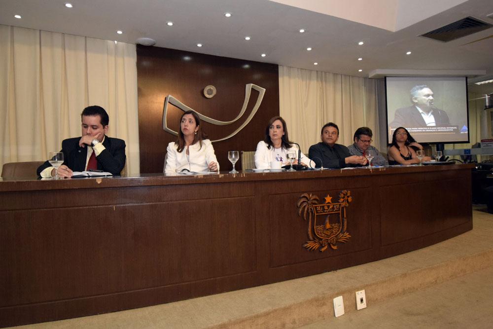PLANO DE POLÍTICAS PARA CRIANÇA E ADOLESCENTE É DISCUTIDO NA ASSEMBLEIA