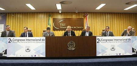 Ministro Alexandre Agra Belmonte defende nova regulamentação para jogadores de futebol