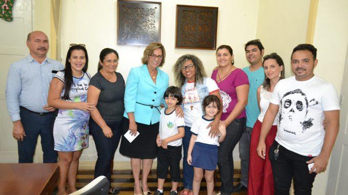 Prefeita de Mossoró recebe comissão de alunos da Escola Municipal Rotary