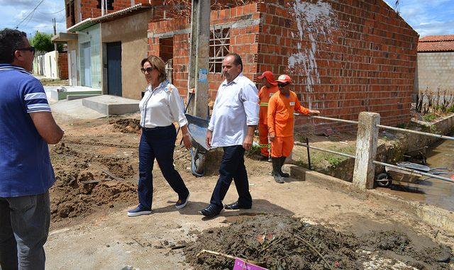 Prefeita de Mossoró acompanha limpeza do canal do Thermas