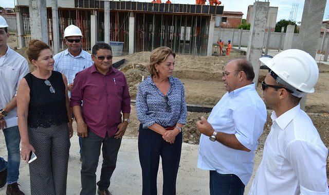 Prefeita de Mossoró inspeciona obras em andamento na cidade