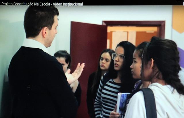 Advogados levam aulas de direito à rede pública de São Paulo