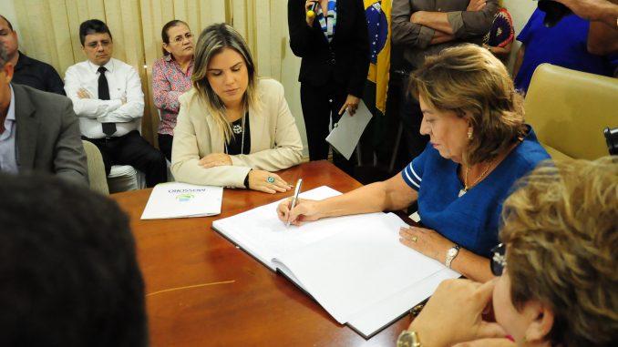 Prefeita Rosalba transmite cargo para vice-prefeita Nayara Gadelha durante período de férias