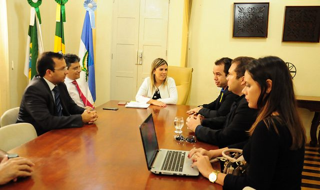 Prefeita de Mossoró em exercício recebe representantes do Banco do Brasil