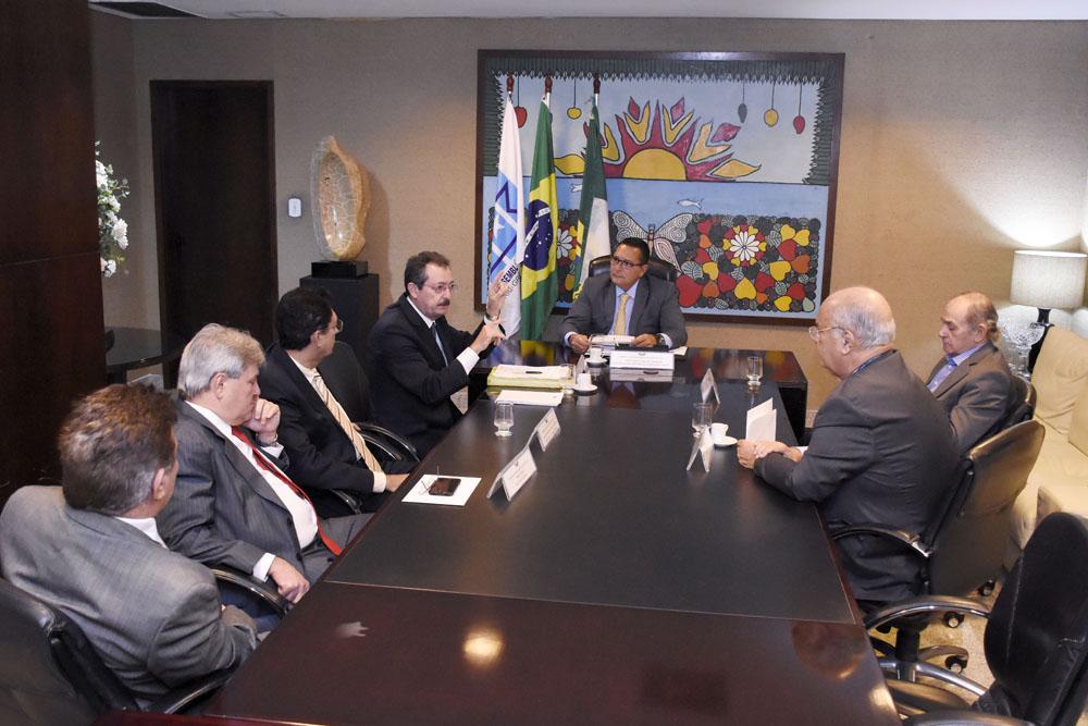 Presidente da Assembleia do RN recebe relatório de atividades do TCE