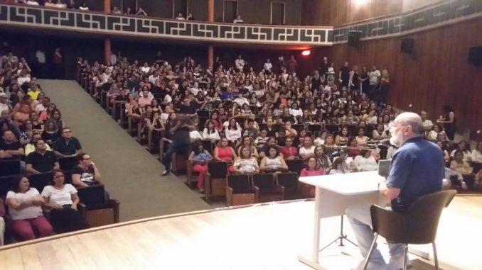 Professores lotam teatro na abertura do Ano Letivo 2018 em Mossoró