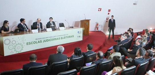 Diretores das Escolas Judiciárias Eleitorais discutem boas práticas no TSE