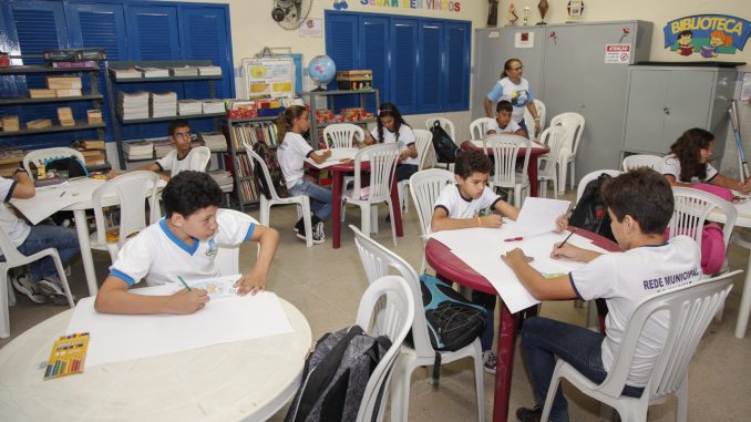 Educação de Mossoró avança em aprovação e recua na evasão escolar