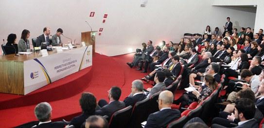 Juristas e representantes das redes sociais debatem propaganda eleitoral na internet em evento da EJETSE