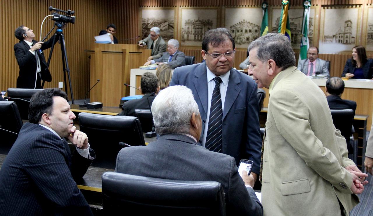 Câmara de Natal derruba dois vetos do Executivo