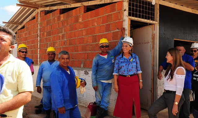 Prefeita Rosalba Ciarlini acompanha equipe do Banco Mundial em visita às obras do Hospital da Mulher