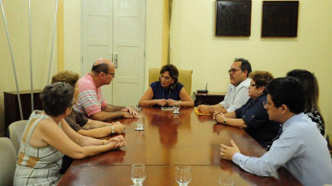 Prefeita de Mossoró recebe membros da Diocese de Santa Luzia e aborda festa de Santo Antônio
