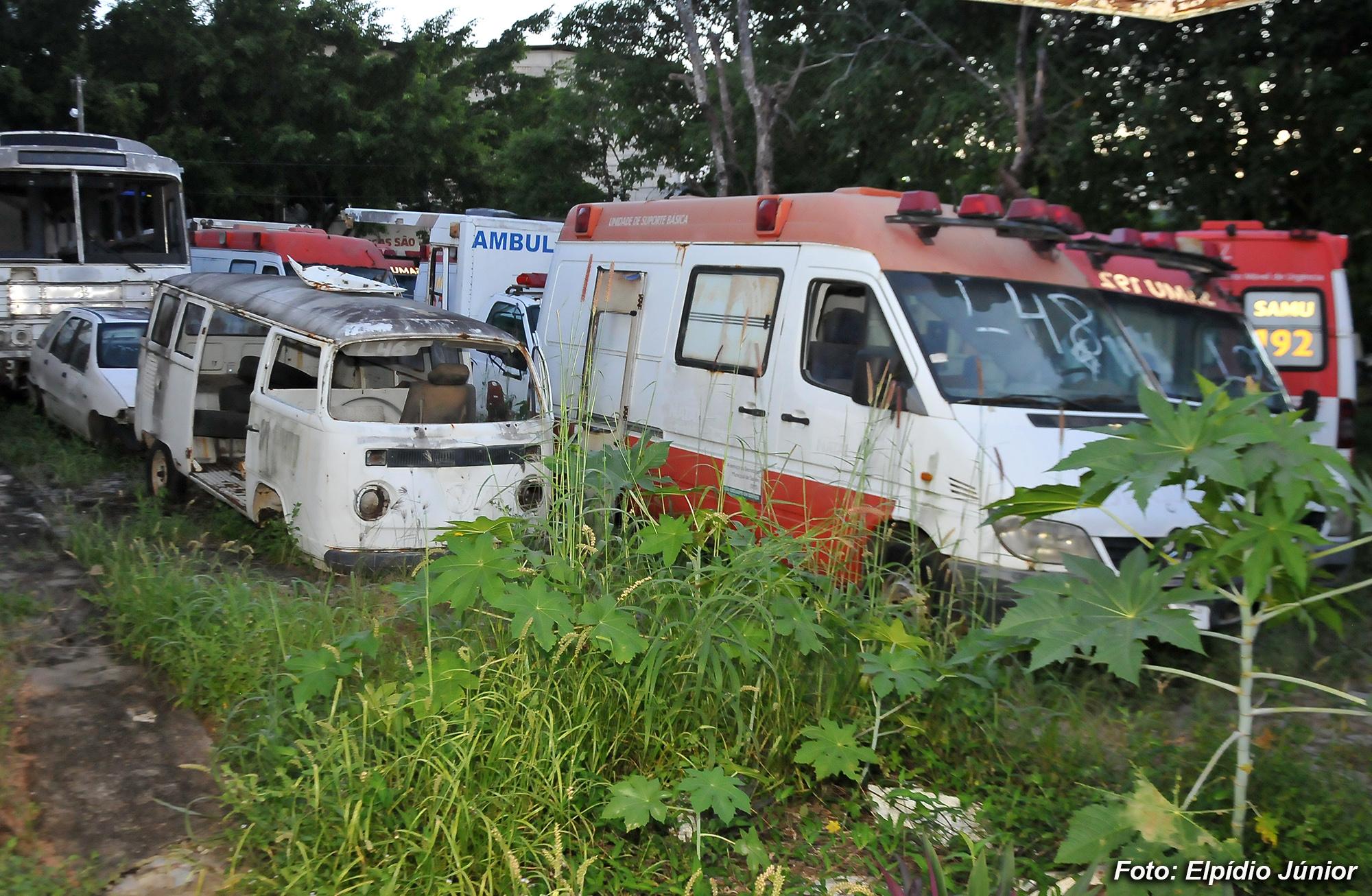 Comissão de Saúde da Câmara de Natal encontra cemitério de ambulâncias em Dix-Sept Rosado