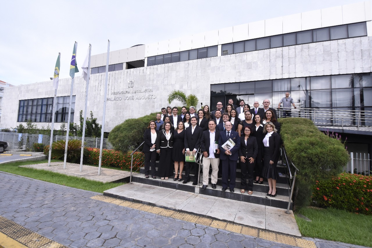 Legislativo entrega títulos de pós-graduação a alunos da Escola da Assembleia do RN
