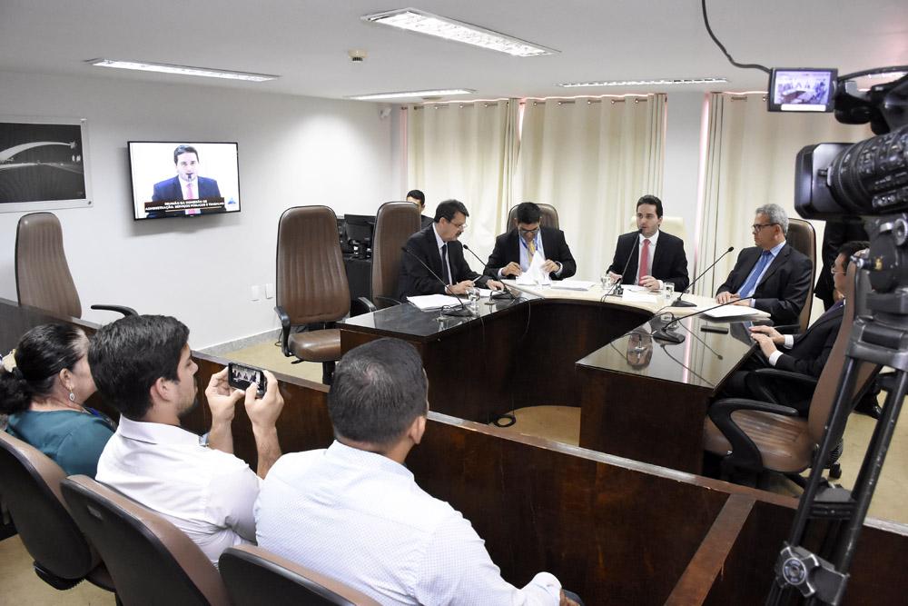 Matéria que autoriza uso dos royalties com previdência seguirá para plenário