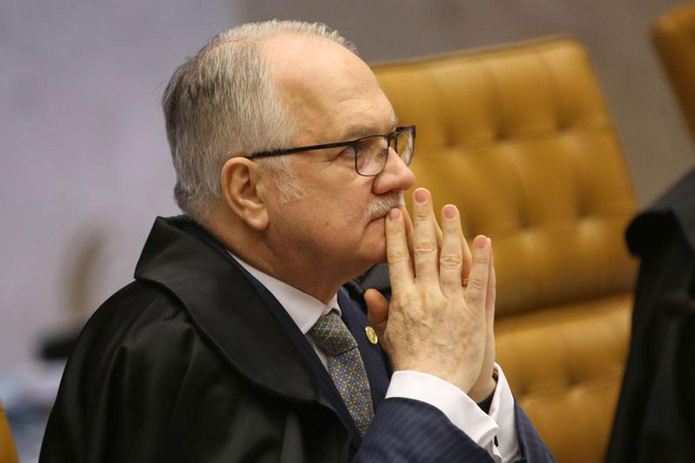 Fachin nega pedido de associações que questionam exigências para porte de arma de magistrados