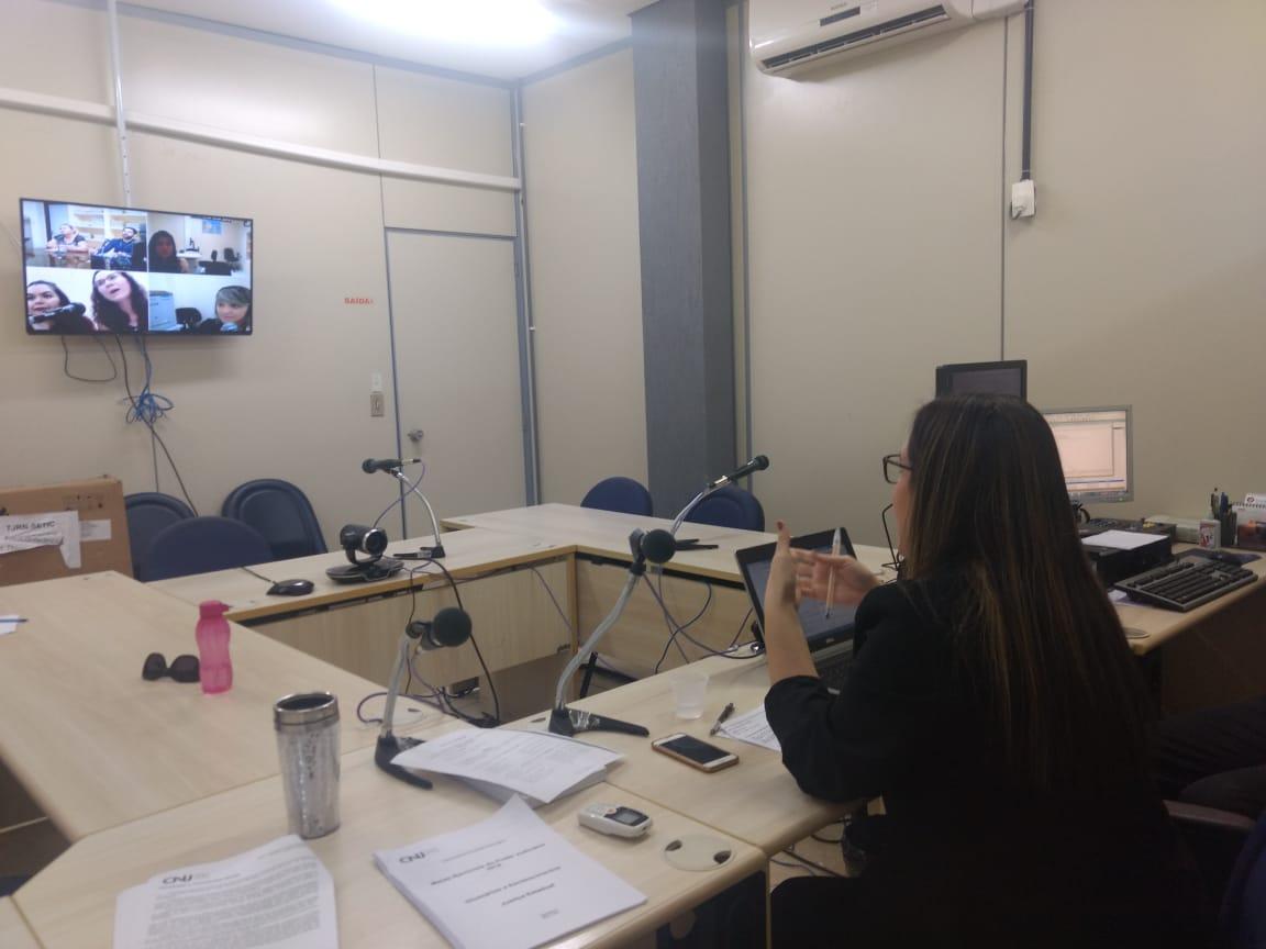 Assistentes de juízes da Infância participam de reunião por videoconferência