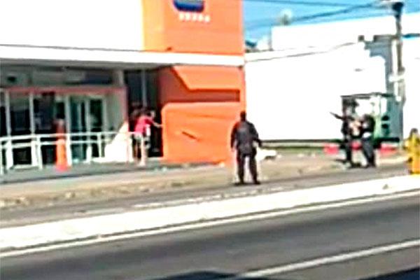 Homem faz mulher refém após assalto na zona Norte