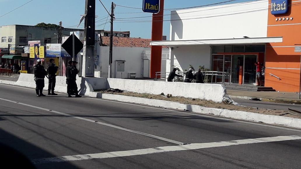 Refém em frente de banco é libertado e ladrão preso após assalto na Zona Norte de Natal