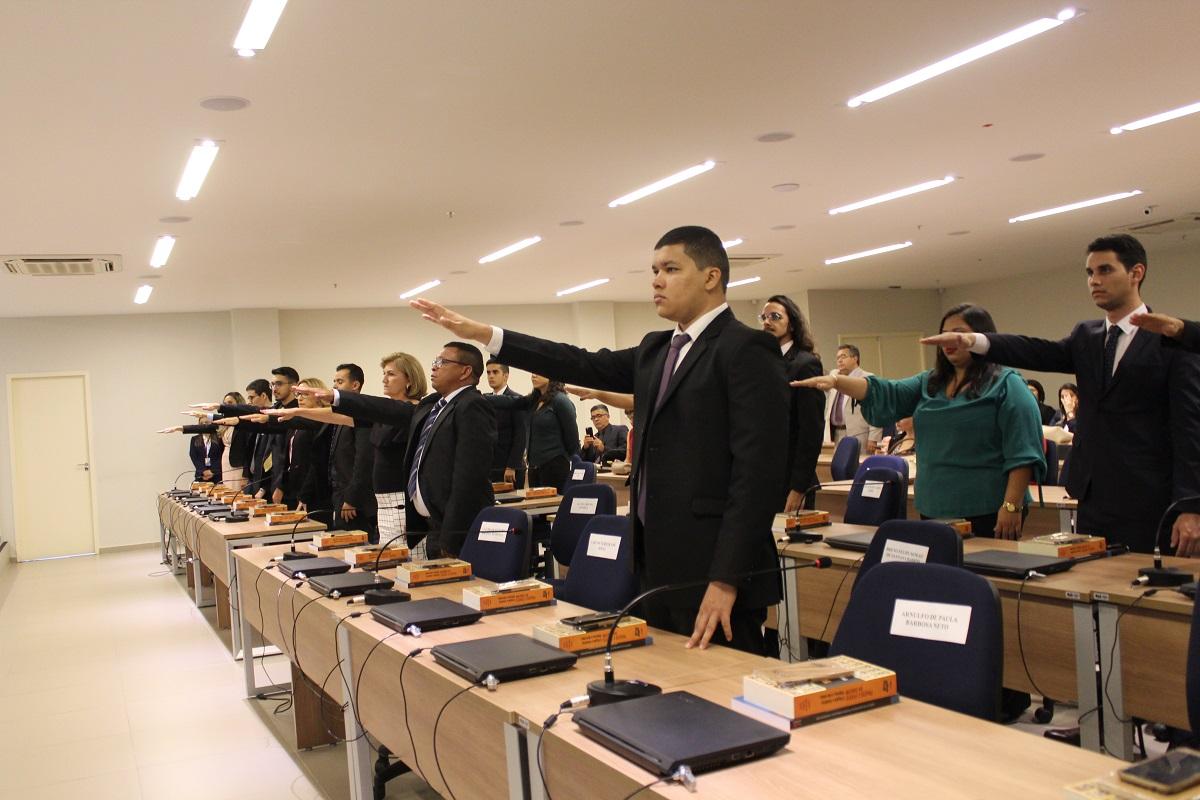 Novos advogados recebem carteira da OABRN