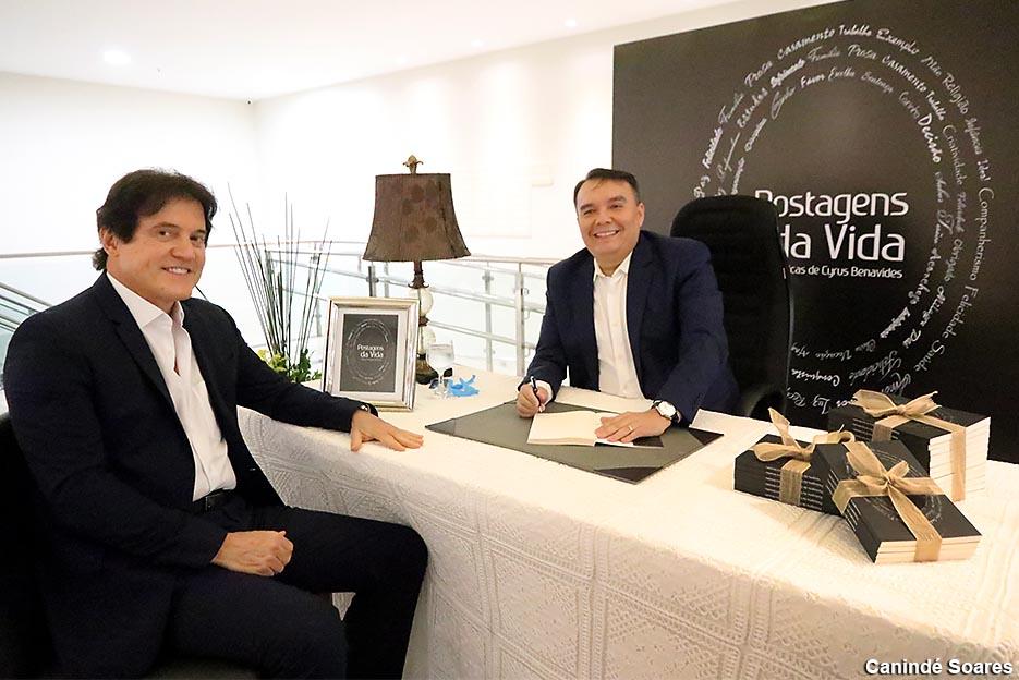 """Advogado Cyrus Benavides lança seu primeiro livro, """"Postagens da Vida"""""""