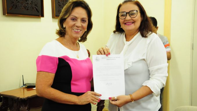 Prefeita Rosalba empossa Maria da Saudade como secretária de Saúde