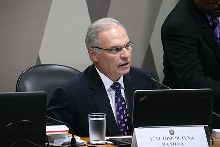 Senado aprova indicação de Luiz José Dezena para ministro do TST