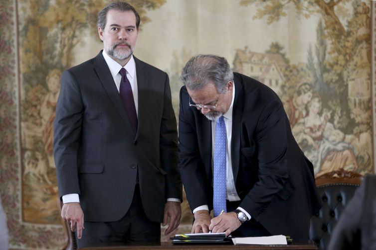 O presidente do Supremo Tribunal Federal Dias Toffoli e o ministro da Segurança Pública Raul Jungmann participam de cerimônia de assinatura de Termo de Execução Descentralizada entre CNJ e MSP/Depen.
