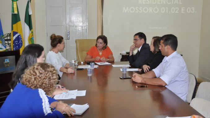 Prefeita assina decreto que cria Grupo do Poder Público sobre moradias