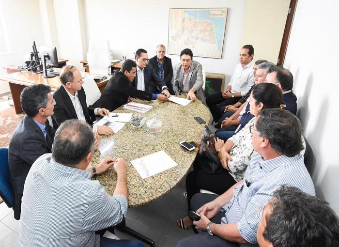 Presidente do TCE anuncia a prefeitos esforço para agilizar análise de atos de aposentadoria