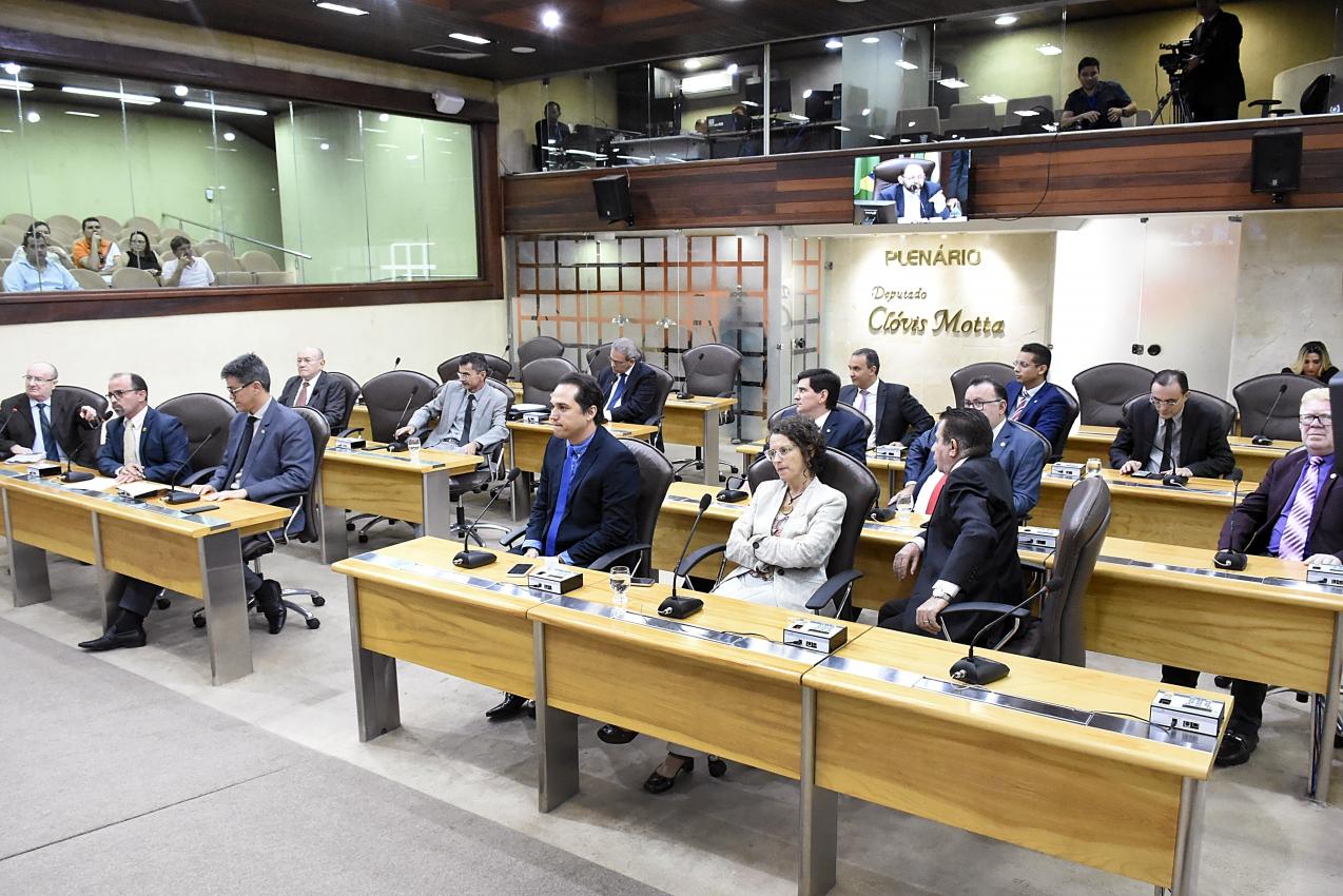 Deputados aprovam prorrogação dos contratos temporários de professores