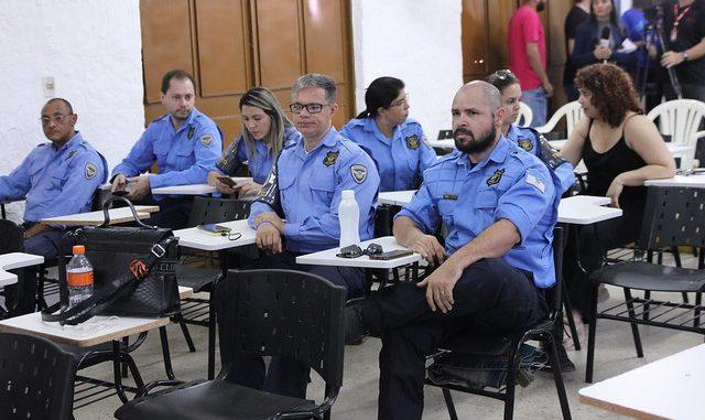 Agentes de trânsito iniciam I Curso de Libras na UERN em Mossoró