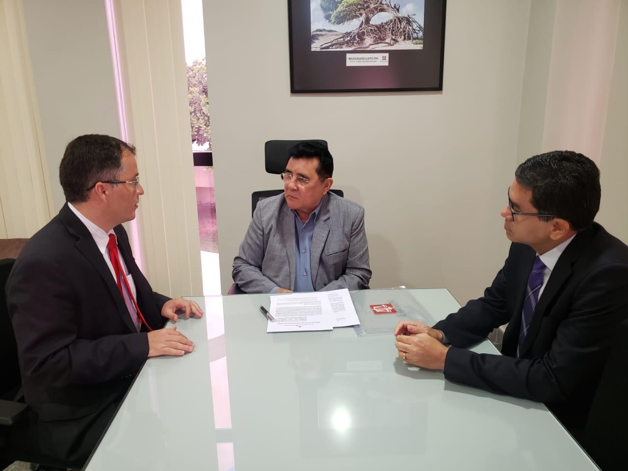 Escola de Magistratura Federal assina termo de cooperação com a Esmarn