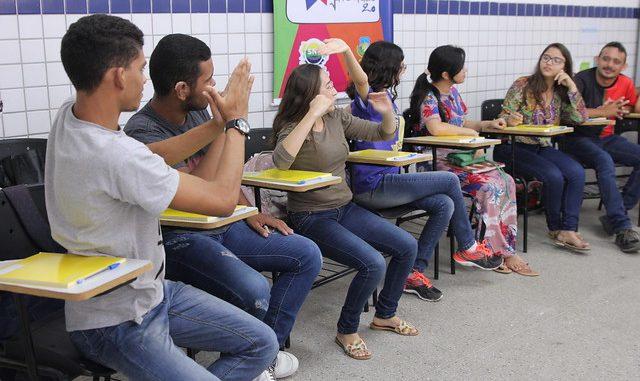 Estação Juventude 2.0 inicia oficina de fotografia para deficientes auditivos em Mossoró